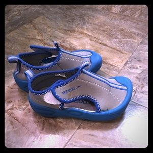 Speedo Size 7/8 toddler water shoes